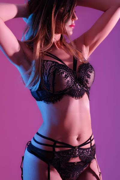 Monica is a very sexy and friendly massage therapist working for Tantric Pleasure