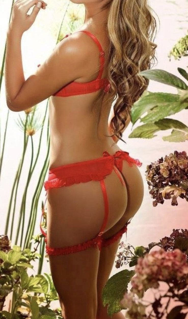 let sexy sasha work her sensual massage skills incall and outcall in london