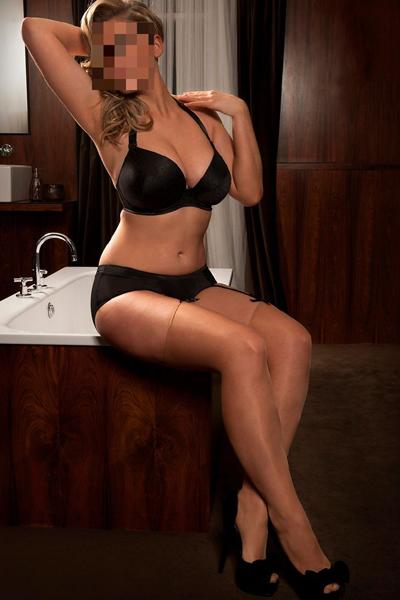 hannah provides delightful erotic massage in London